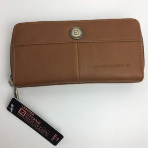 STONEMOUNTAIN Leather Wallet